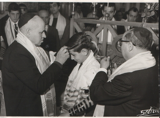 احتفالات بار متسفا،حفل يهودي ديني يقام عند بلوغ الشاب اليهودي 13 من عمره، في الكنيس في بيروت (موقع ILAI MEDIA)