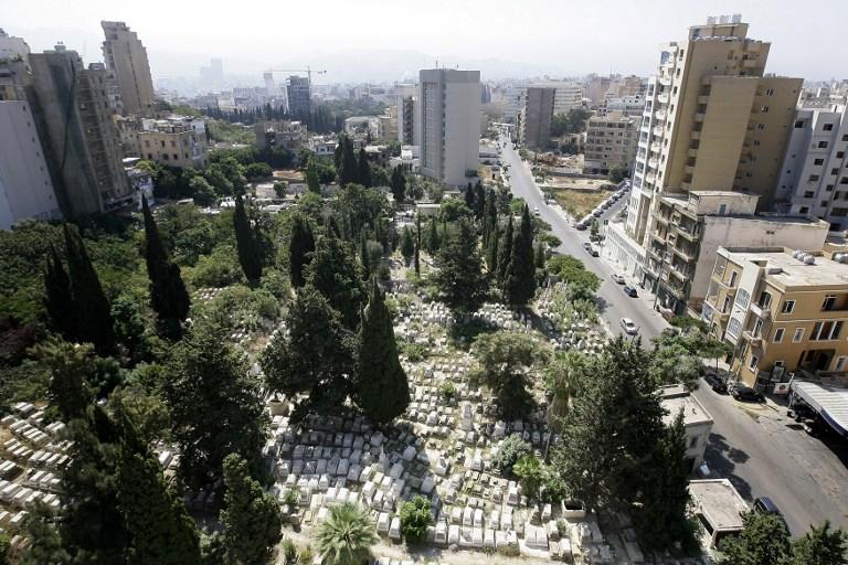 مقبرة يهودية مهجورة في بيروت (AFP)