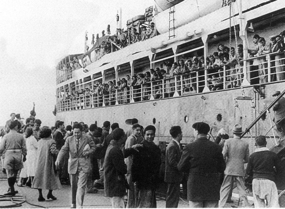 """بعد تصريح البابا .. لم يبق للاجئين عند الدول التي تتستر بالانسانية سوى حلين """"الغرق أو القتل"""" !!! Ship"""